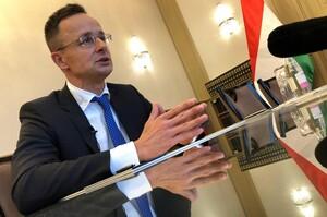 Очільник МЗС Угорщини назвав «жалюгідним» рішення України заборонити в'їзд угорським чиновникам
