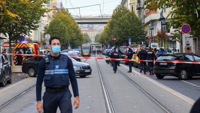 «Франція перебуває в небезпеці»: Макрон прибув у Ніццу і зробив заяву