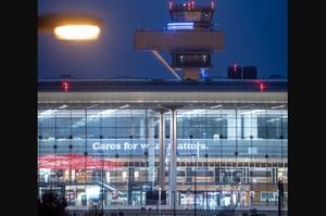 У Берліні відкривається новий аеропорт зі спізненням на 8 років, експерти назвали це «трагедією»