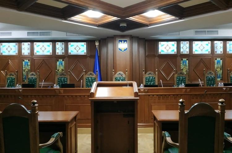 Рада Європи попереджає, що звільнення чинних суддів КС, буде порушенням Конституції