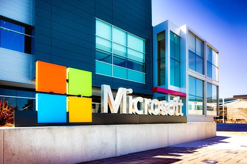 Розробленій спільно з Microsoft технології онлайн-голосування на виборах будуть більше довіряти люди – Зеленський