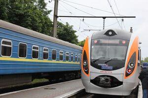 «Укрзалізниця» відновлює продаж квитків на низку станцій