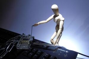 Віртуальне майно: що робити з крадіжкою даних співробітником