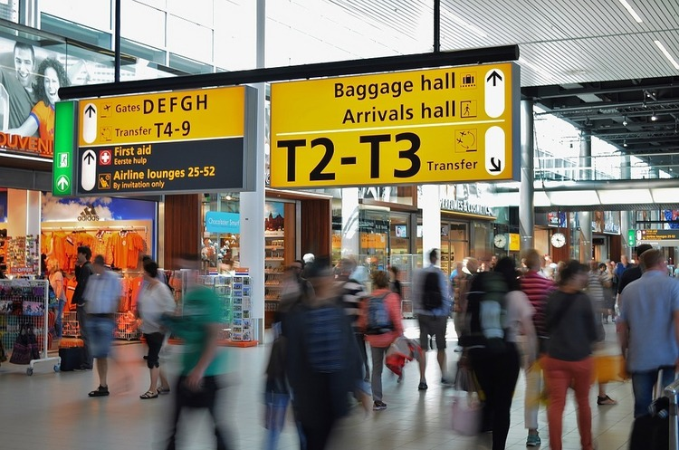 Єврокомісія не рекомендує продовжувати заборону на польоти, введену через пандемію