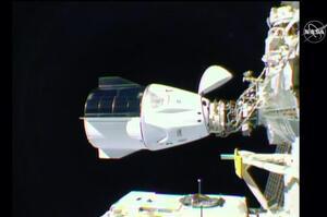 Пілотований корабель Crew Dragon успішно пристикувався до МКС