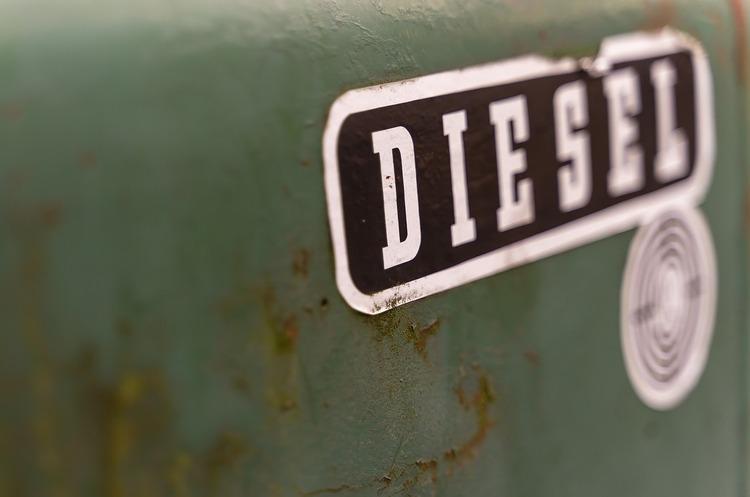 Британія з 2030 року заборонить продаж нових бензинових і дизельних автомобілів
