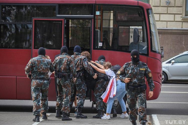 Кількість затриманих на акціях протесту в Білорусі перевищила 100 осіб – правозахисники
