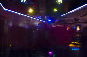 Гонконг утретє за рік закриває бари та нічні клуби через COVID-19