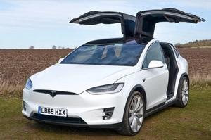 Tesla відкличе в США понад 9000 автомобілів Model X, у яких виявлено брак