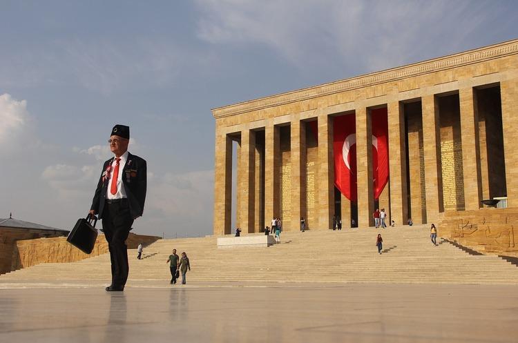 Туреччина на тлі напруженості з Росією хоче покращувати відносини з Заходом – Bloomberg