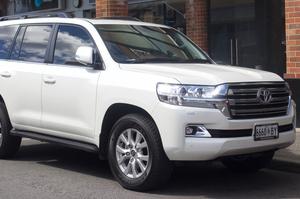 ДБР купило 6 нових позашляховиків Toyota за 8,1 млн гривень