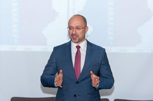 Україна до 15 грудня може запозичити до $1 млрд на зовнішньому ринку – прем'єр