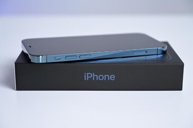 Суд в бразильському Сан-Паулу зобов'язав Apple повернути зарядку в комплект з «айфоном»