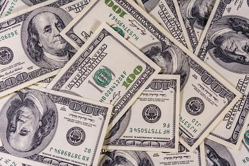 Українці вперше за рік купили валюти більше, ніж продали
