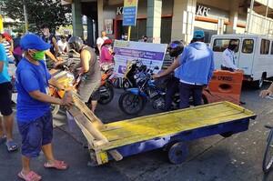 Поліція Філіппін битиме палицями порушників соціальної дистанції