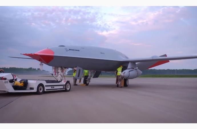 Boeing успішно запустила дрона, який сам заправлятиме літаки (ВІДЕО)