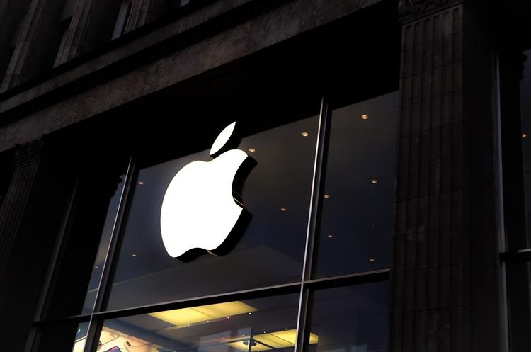 Apple оснастить свій перший безпілотний електрокар «батареєю нового рівня» – Reuters