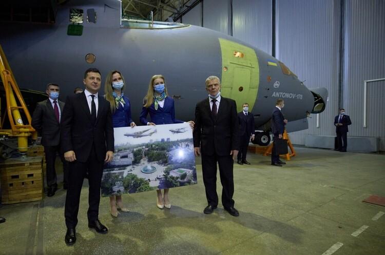 Україна замовила в ДП «Антонов» три літаки Ан-178 – Зеленський
