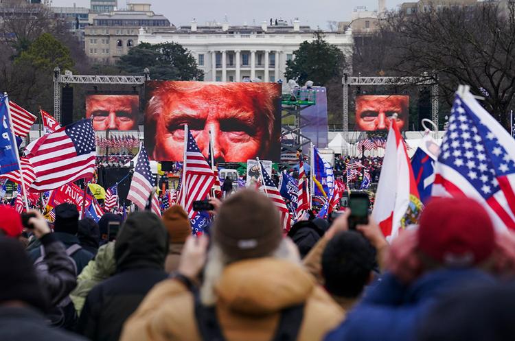 Instagram, Facebook і Twitter заблокували акаунти Трампа