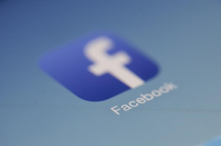 Facebook видалив десятки акаунтів, які пов'язують із партією «Європейська солідарність»