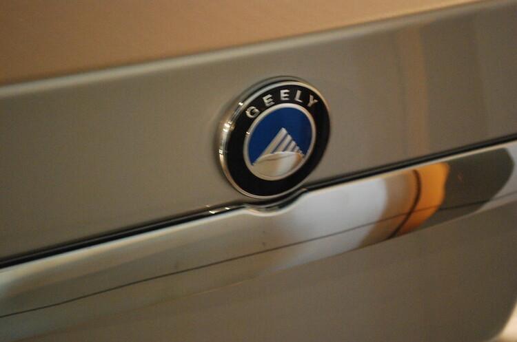 Foxconn та Geely спільно розроблятимуть та випускатимуть авто для сторонніх виробників