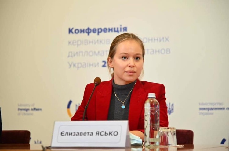 Ексочільниця делегації України в ПАРЄ стверджує, що на неї був прямий тиск з будівлі, де працює Єрмак