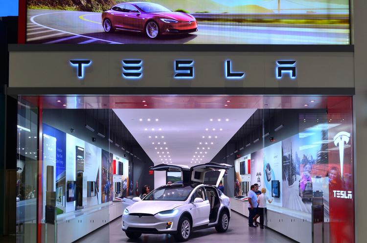 Tesla відкриває все більше демонстраційних залів і сервісних центрів в Європі