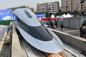 В Китаї представили поїзд на магнітній подушці, що може розвивати швидкість до 620 км/год
