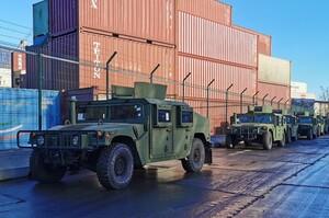 США передали українській армії десятки військових джипів та катерів