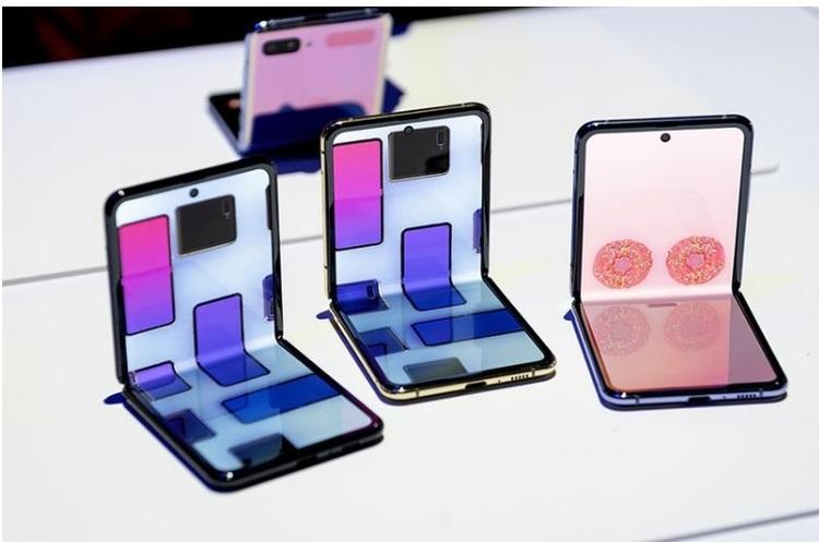 Apple почала працювати над гнучким розкладним «айфоном»