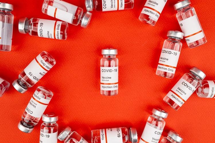 Україна веде переговори із шістьма виробниками вакцин від COVID – Шмигаль