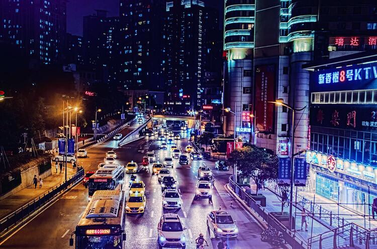 Дефіцит автомобільних чіпів в Китаї може зберігатися протягом десятиліття – Bloomberg