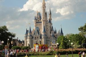 Глава Disney буде отримувати лише половину своєї колишньої зарплати