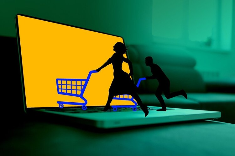 Носки за «колючей проволокой» vs инновации для e-commerce: какие технологии помогают развивать продажи