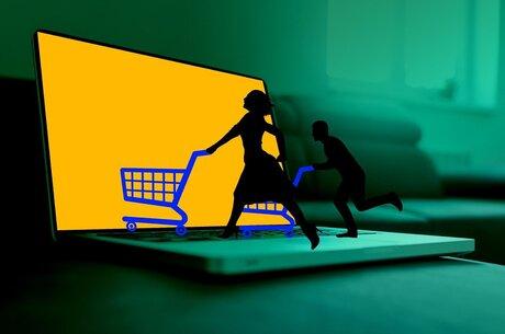 Шкарпетки за «колючим дротом» vs інновації для e-commerce: які технології допомагають розвивати продажі