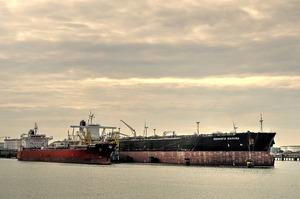 ЗМІ дізналися про таємні поставки в Китай венесуельської нафти в обхід санкцій США
