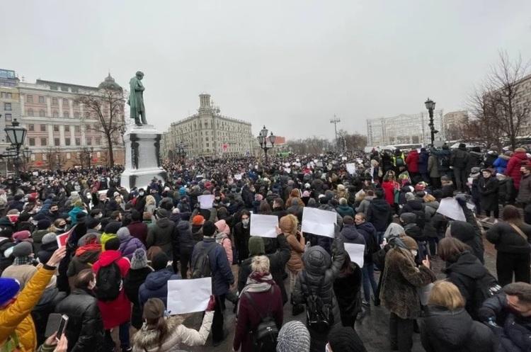 «ОВД-Инфо»: в ході акцій на підтримку Навального затримали понад 2000 осіб