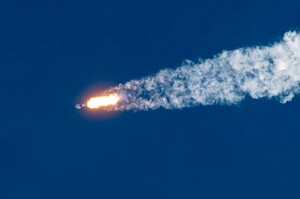 SpaceX здійснила запуск ракети з рекордною кількістю супутників
