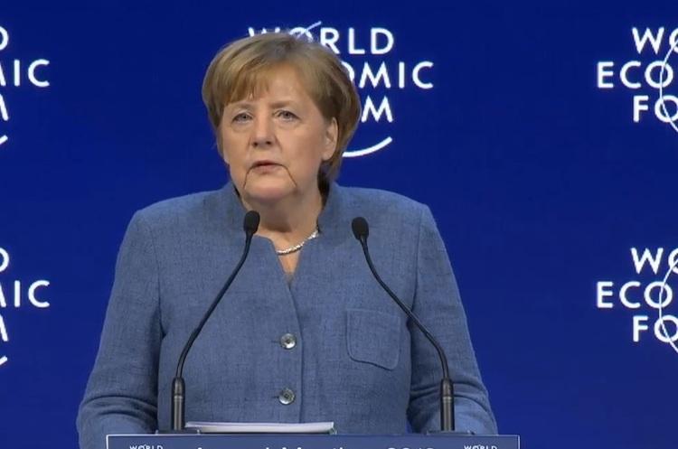 Ангела Меркель у Давосі: Нічого хорошого не станеться, поки ви це не зробите самі