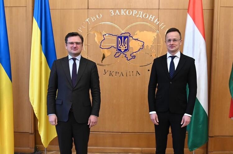 Угорщина передала Україні 50 апаратів ШВЛ
