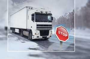 Через снігопад Одесу закрили для вантажівок
