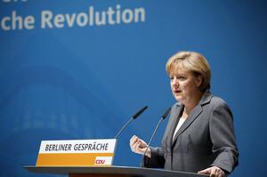 Кожен охочий в ФРН зможе зробити щеплення проти COVID до кінця літа – Меркель