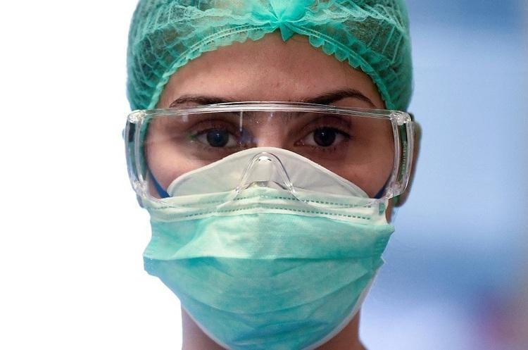 Австралійські вчені запропонували з одноразових масок робити дороги