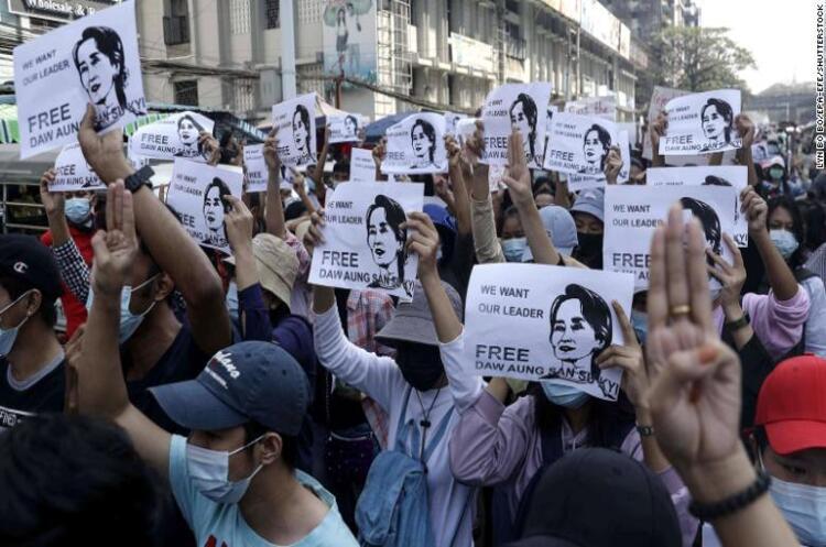 Тисячі людей вийшли на протести у М'янмі
