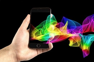 Податок на смартфон: хто сплачуватиме роялті автору аудіо- та відеоконтенту