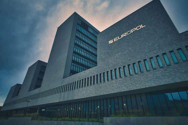 Європол затримав 10 осіб, яких підозрюють у крадіжці криптовалют на $100 млн у знаменитостей