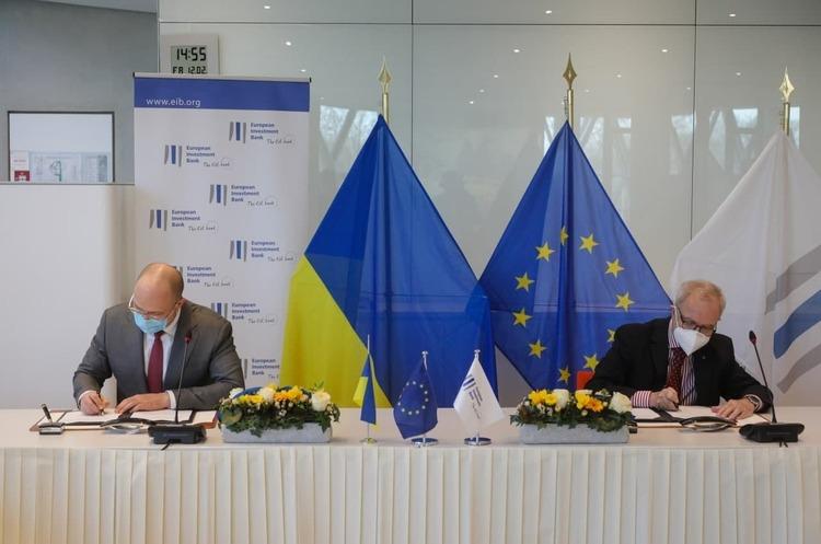 Україна отримає від ЄІБ 50 млн євро на закупівлю вакцин та холодильників для них