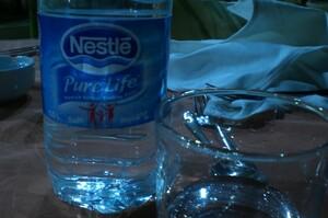 Nestle продав свій бізнес з виробництва бутильованої води в США і Канаді за $4,3 млрд