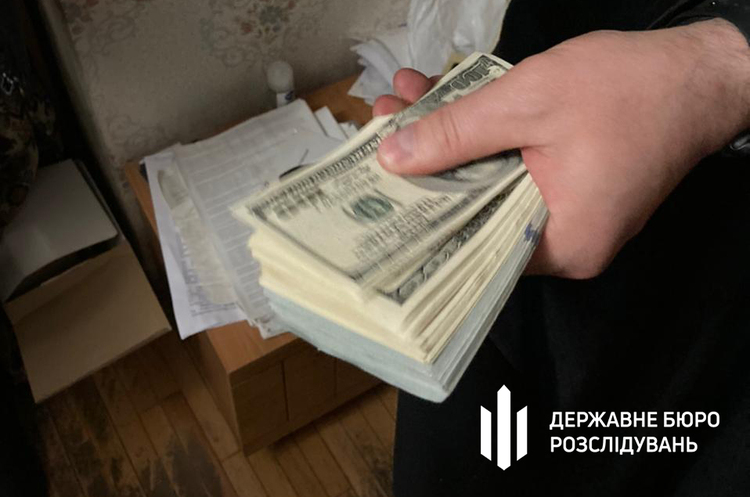 ДБР викрило в Києві підполковника податкової, який передавав бойовикам «ДНР» секретні дані