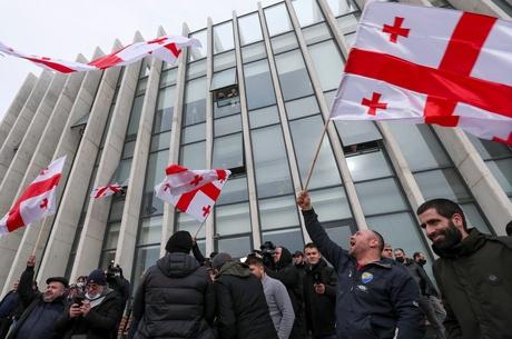 Грузинський розкол на антиросійській тязі: чому в Тбілісі та Батумі почалися масові протести